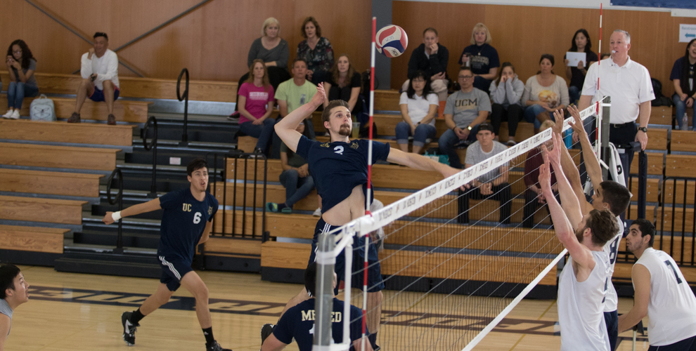 Photo for Men's Volleyball Coasts Past Lawrence Tech
